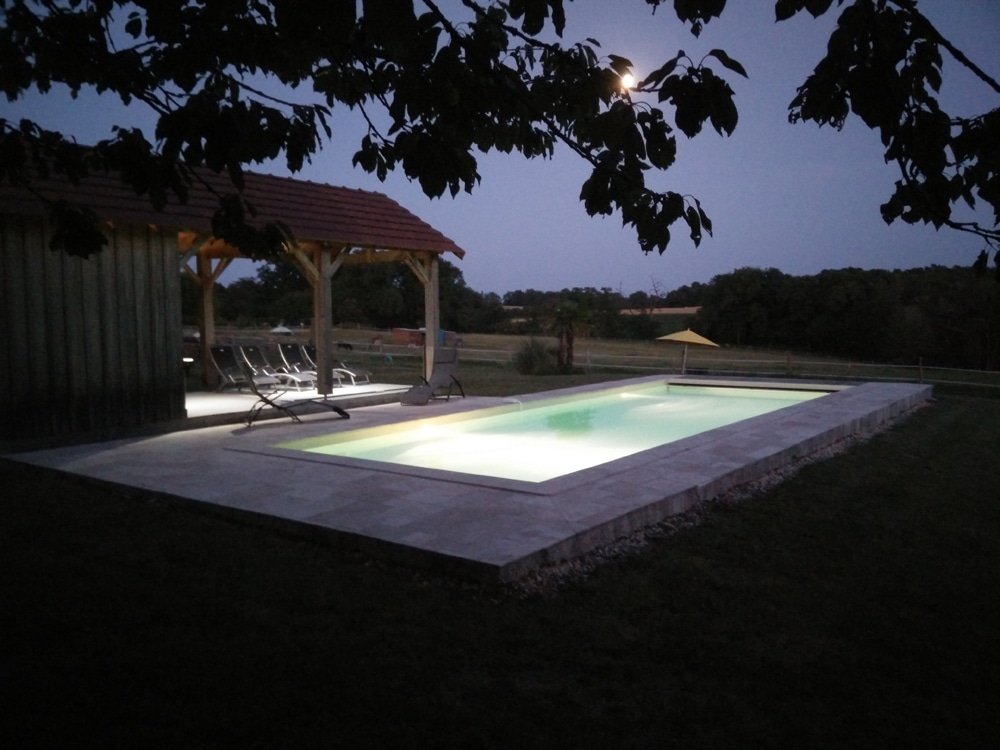 Domaine de Beaugarry piscine la nuit